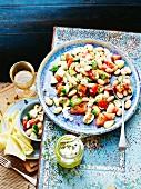Weisser Bohnensalat mit Tomaten und Ziegenkäse