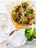 Gemüsepizza mit Basilikum zu Weihnachten