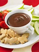 Brownie-Butter-Dip mit süssen Tiercrackern und Früchten