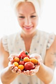 A woman holding tomatoes