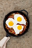 Hash browns with corned beef and fried eggs