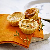 Mini quiches with thyme