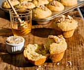 Wholemeal muffins with honey and flaked almonds