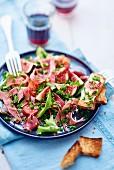 Blattsalat mit Schinken und Feigen