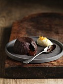 Moelleux au chocolat with yogurt ice cream