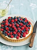 Berry tart with mascarpone and lemon cream