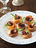 Yorkshire puddings with onions chutney and beef