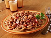 Spaghetti with a minced meat and mushroom sauce