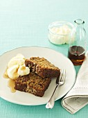Molasses cake with bananas and oats