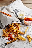 Pommes Frites mit Ketchuo & Mayonaise