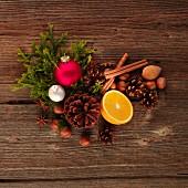 Duftende Tischdekoration zu Weihnachten