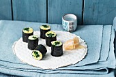 Spinach maki with pickled ginger
