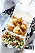 Falafel mit Hummus, Fladenbrot und Tabouleh