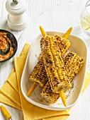 Gegrillte Maiskolben mit Chilibutter