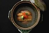 Aal in Brühe mit Kaviar (Japan)