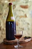 Calvados in Flasche und Glas