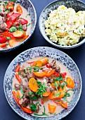 Rindergulasch mit Möhren, Paprika und Stampfkartoffeln