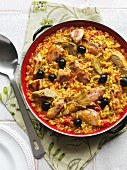 Paella with chicken, artichoke hearts and black olives