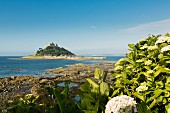 St. Michaels Mount, Gezeiteninsel mit Kapelle in Cornwall (England)