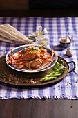 Gebratene Garnelen mit Knoblauch und Paprika (Thailand)