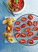 Bruschetta al pomodoro (Röstbrote mit Tomaten & Basilikum)