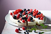 Cream cheese cake with berries, sliced