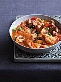 Karahi mushrooms with peppers, lamb and peas (India)