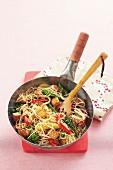 Tofu-Gemüse-Nudeln aus dem Wok