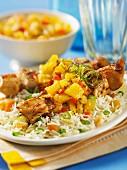 Reis mit Hähnchenspiessen und Ananas-Minz-Chutney