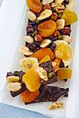 Schokolade mit Trockenobst und Nüssen
