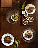 Gerichte verschiedener Länder: Lammcurry, Heilbuttbäckchen, Carne Asada, Rüben mit eingelegten Peperoni, Jerk Chicken
