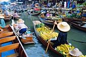 Schwimmender Markt, Damnoen Saduak, in der Nähe von Bangkok, Thailand, Asien