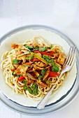 Spaghetti mit Schweinefleisch und Brunnenkresse