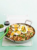 Gebratener Reis mit Speck, Gemüse und Eiern