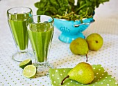 Green detox smoothies made from pears, spinach and limes