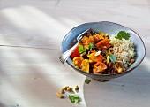 Kidneybohnen auf afrikanische Art mit Kurkuma und Curry