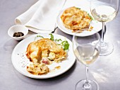 Puff pastry tartlet with chicken, bacon and leek