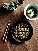 Gurken-Kimchi und Zucchinibratling