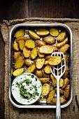 Sesame potatoes with herb quark
