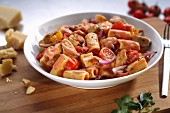 Rigatoni mit Hähnchen, Tomaten und Sahnesauce