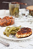 Breaded chicken cutlets with green beans