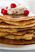 Pancakes with coconut and cinnamon quark and redcurrants (close-up)