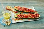 Zucchiniboote mit Gemüsefüllung