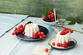 Semolina pudding with fresh berries