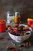 Chilischoten (getrocknet, frisch und Chilipulver)