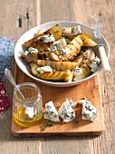 Gegrillte Birnen mit Honig, Thymian und Blauschimmelkäse