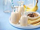 Banana smoothies and muesli