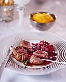 Rehmedaillons mit Cranberrysauce zu Weihnachten