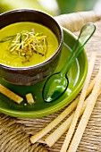 Green vegetable soup with grissini