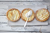 Apple tarts with amarettini bases